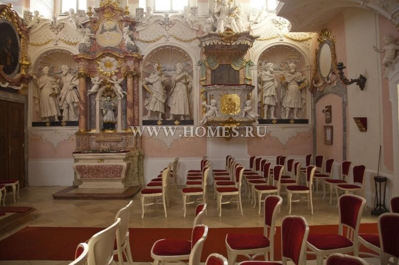 Великолепный замок в Нижней Австрии