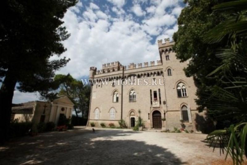 Красивый замок в Ломбардии