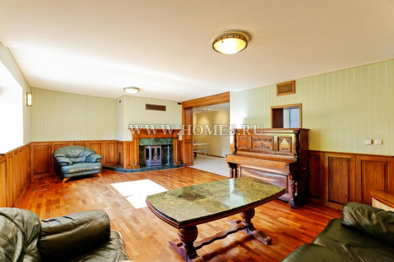 Красивый дом в Риге, Букулты