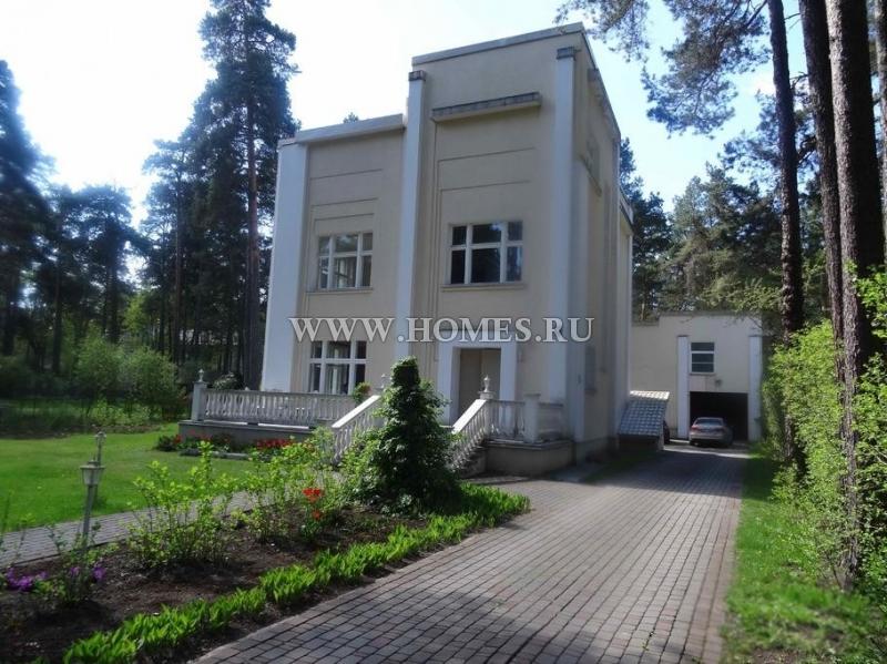 Великолепный дом расположен в Риге, Межапаркс