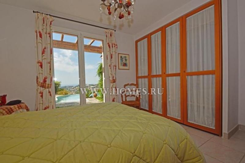 Двухэтажная вилла с видом на море в Ницце