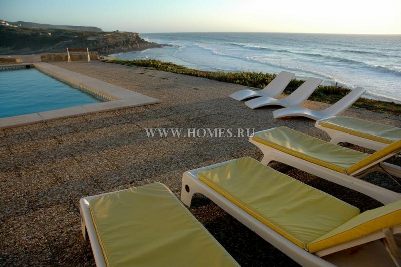Замечательный дом на утесе в Португалии