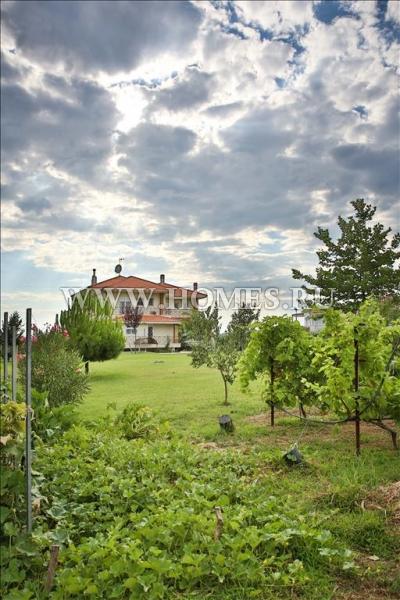 Светлая вилла в пригороде Салоников