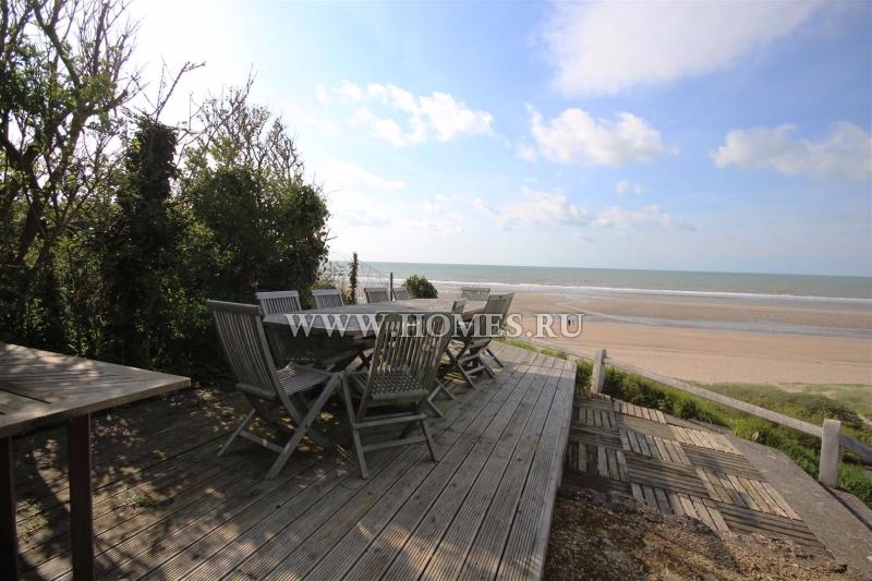 Красивый дом на побережье