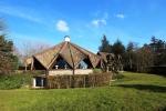 Красивый дом неподалеку от коммуны Довиль в Нормандии