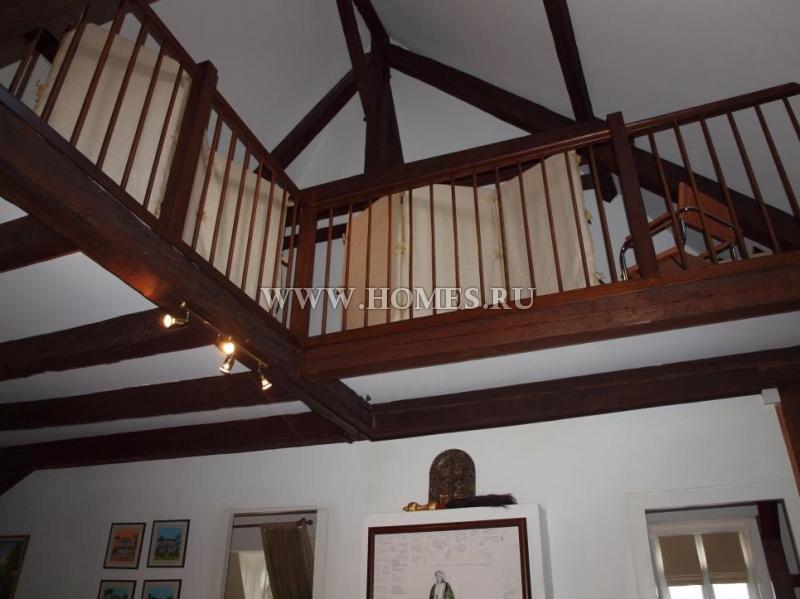 Чудесный дом в старинном городе Обонн