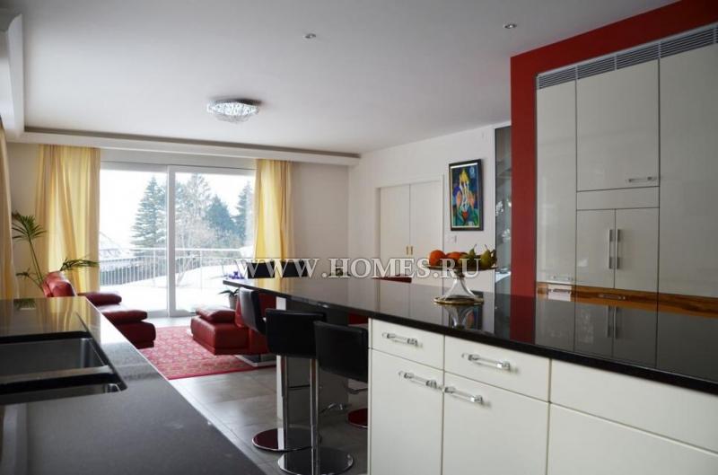 Современный дом в тихой жилом районе в городе Блоне