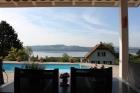 Красивый дом с видом на озеро в Грансоне