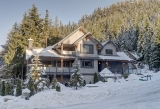 Прекрасный дом с видом на горы в городе Уистлер