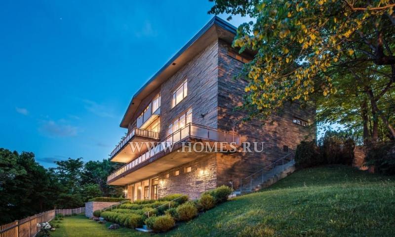 Великолепный дом с потрясающим видом на реку
