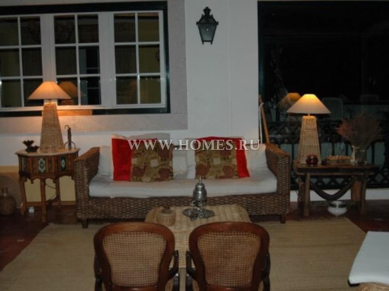 Частный дом в традиционном португальском стиле в городе Синтра