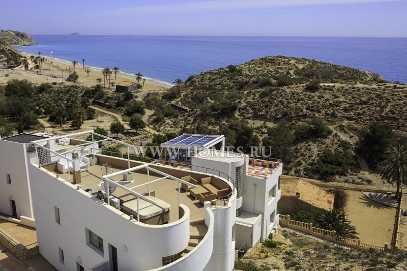 Прекрасная вилла с завораживающим видом на море в Испании