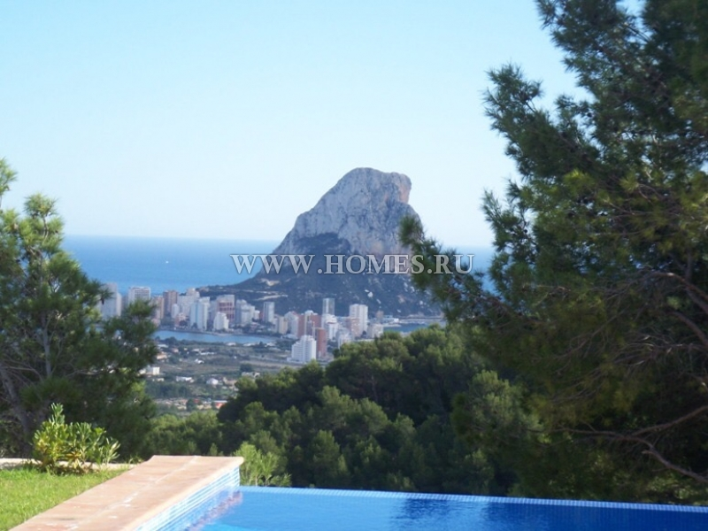 Удивительная вилла с панорамным видом на море в Испании