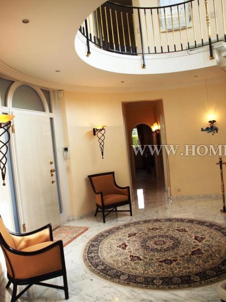 Прекрасный дом в городе Блоне