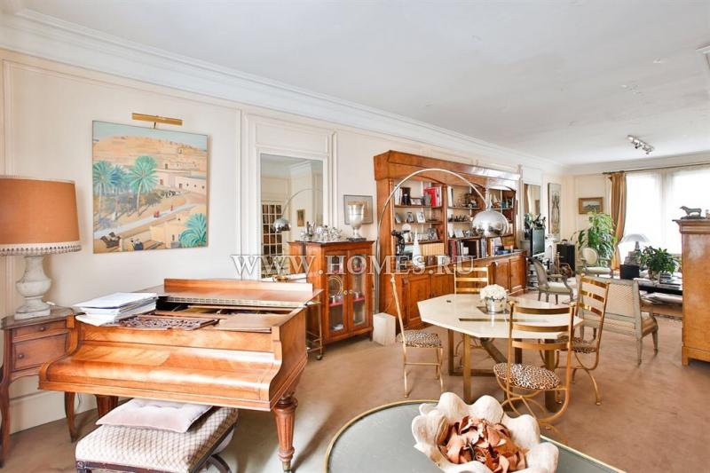 Дом в классическом архитектурном стиле в Париже