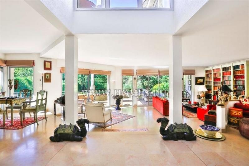 Красивый дом в городе Рюэй-Мальмезон