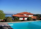 Красивый дом на берегу озера Маджоре