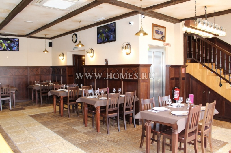 Действующий ресторан в городе Кесада